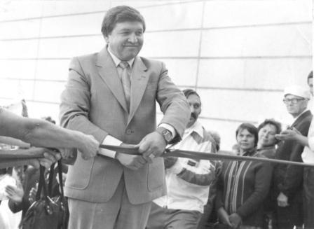 Фото из архива колледжа - Директор Анатолий Малин открывает училище